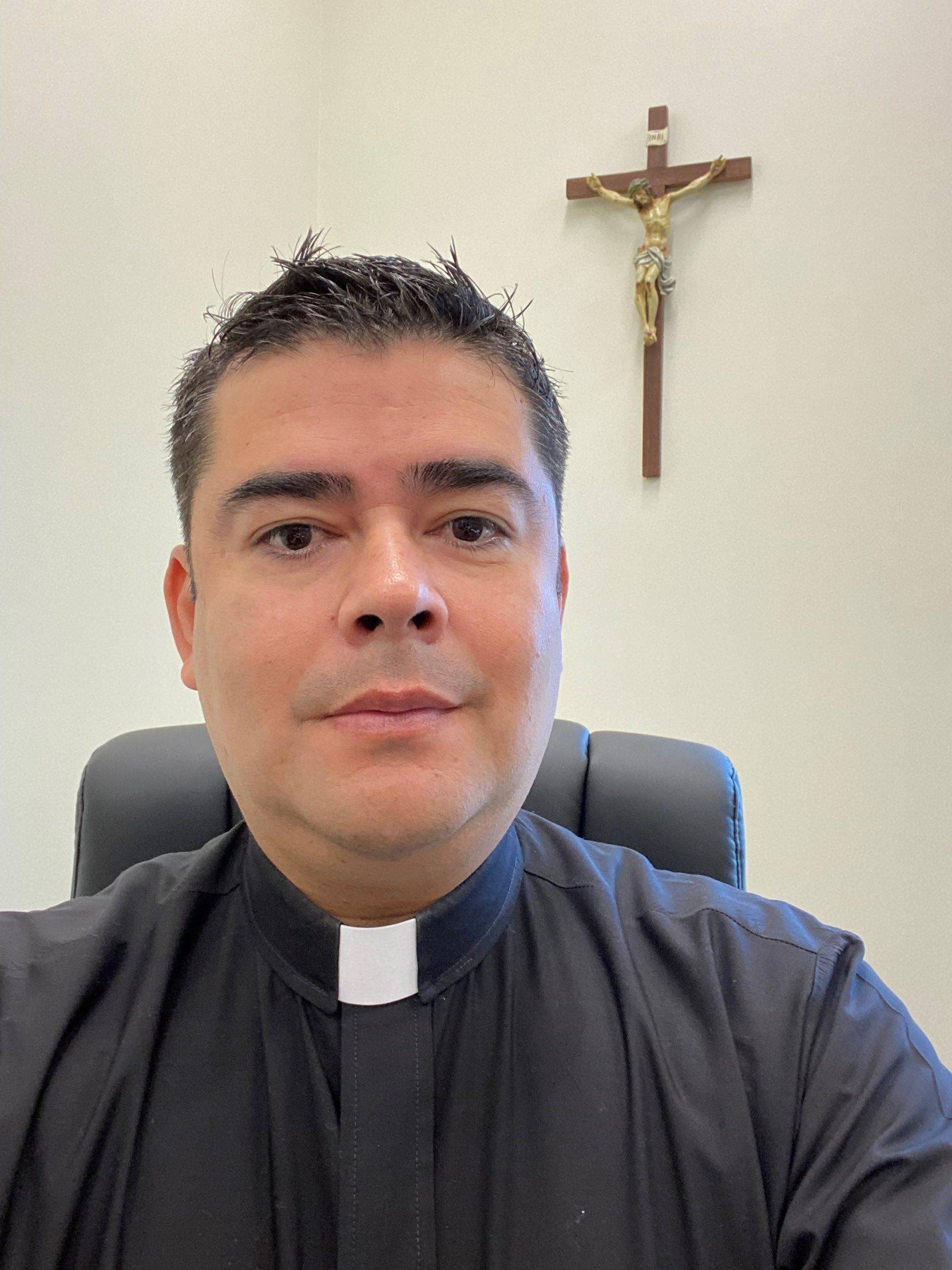 Rev. Roberto Herrera : Parochial Vicar